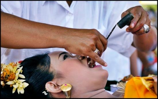 upacara potong gigi